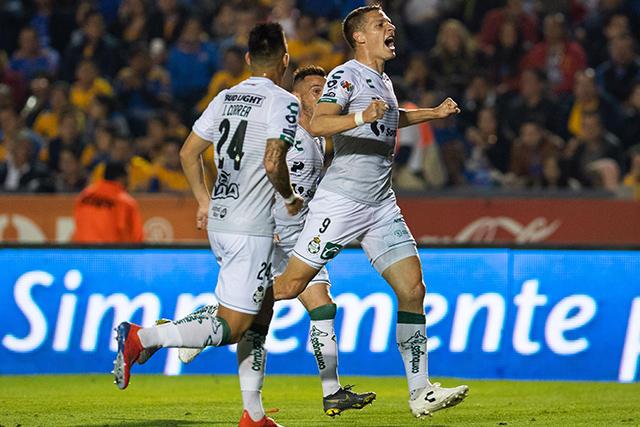 Julio Furch celebra el gol contra Tigres