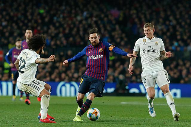 Messi encara a Marcelo ante la marca de Kroos