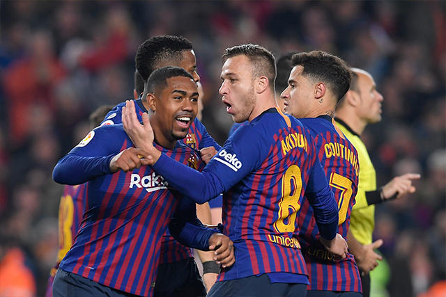 Malcom celebra el gol en el Clásico con sus compañeros
