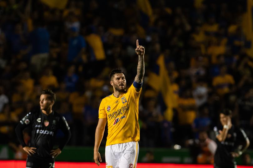 Gignac festeja su gol contra Necaxa