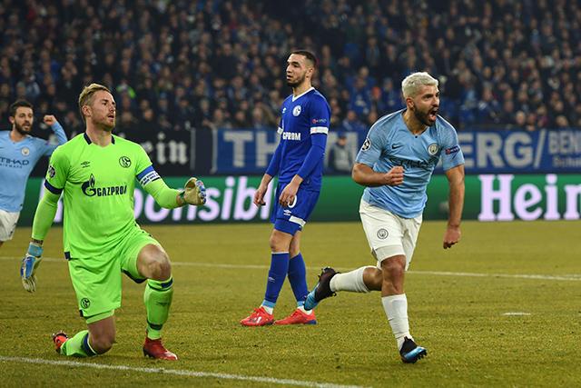 Sergio Agüero celebra el gol contra el Schalke