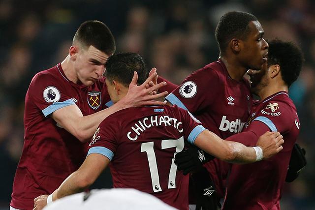 Chicharito celebra su gol ante el Fulham