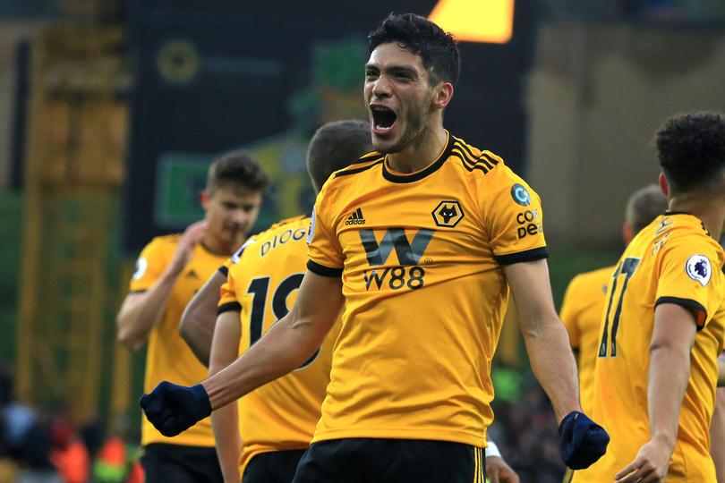 Raúl Jiménez festejando su gol vs Cardiff