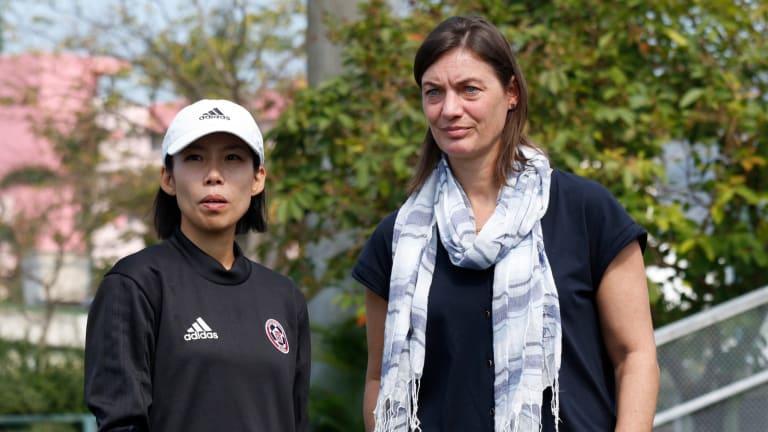 Chan Yuen-ting y Corinne Diacre