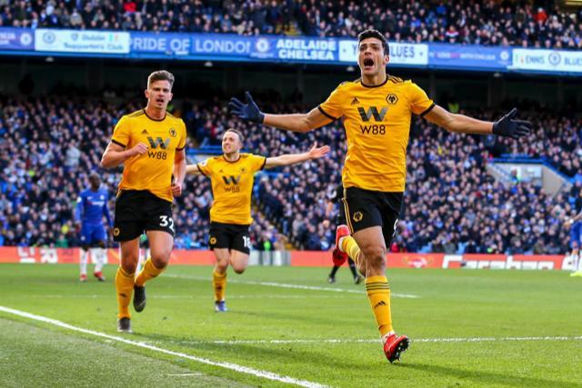 Raúl Jiménez celebra su gol al Chelsea