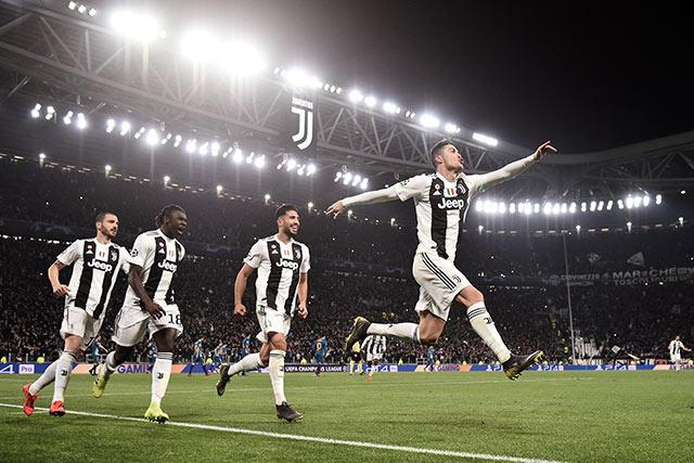 Cristiano Ronaldo celebra su hat-trick contra el Atlético