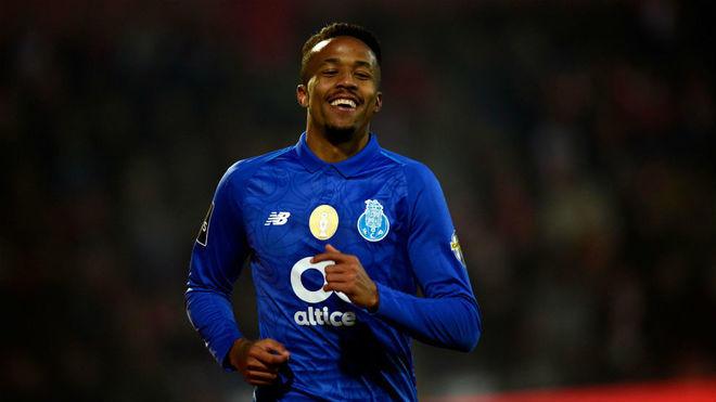 Éder Militao juega como central en el Porto