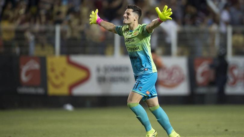 Gaspar Servio, portero de Dorados, se tatuó a Maradona para no perder la titularidad