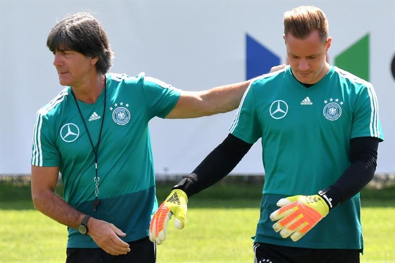 Low y Ter Stegen en un entrenamiento con la Selección Alemana