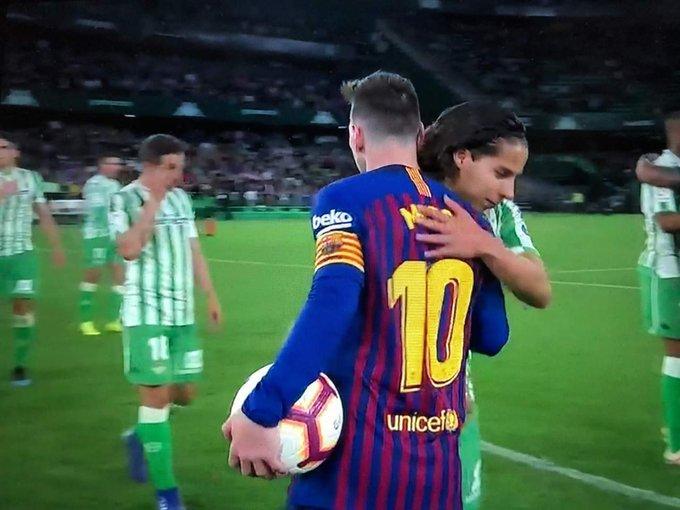 Diego Lainez y Messi