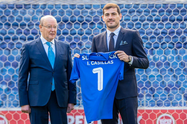 Iker Casillas renovó su contrato con el Porto