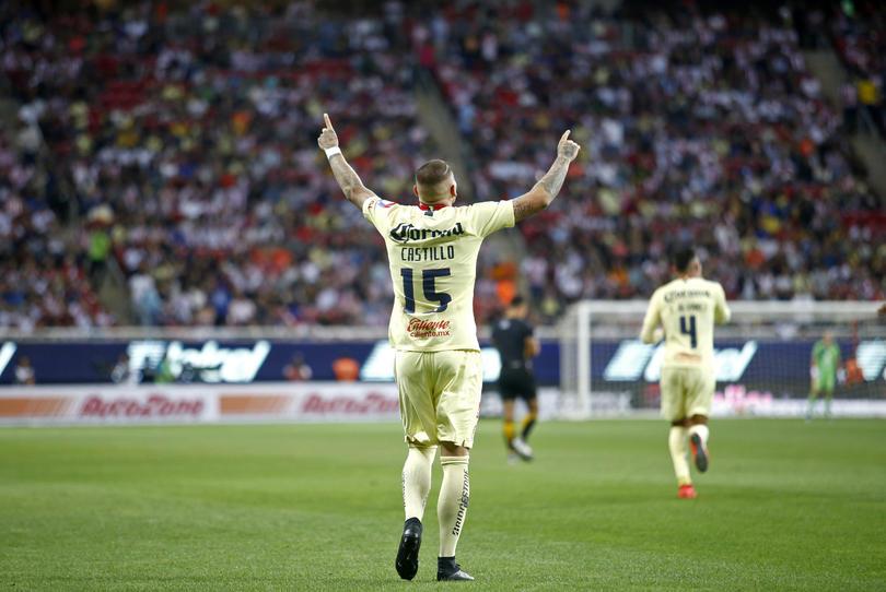Nicolás Castillo festejando su gol ante Chivas con América