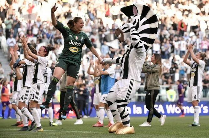Juventus femenina tras el triunfo en el Allianz Stadium