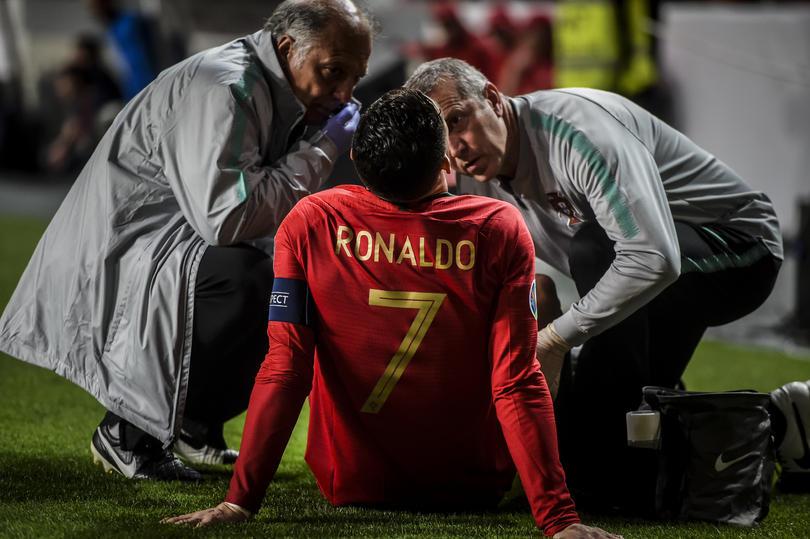 Cristiano Ronaldo se duele de la lesión sufrida ante Serbia