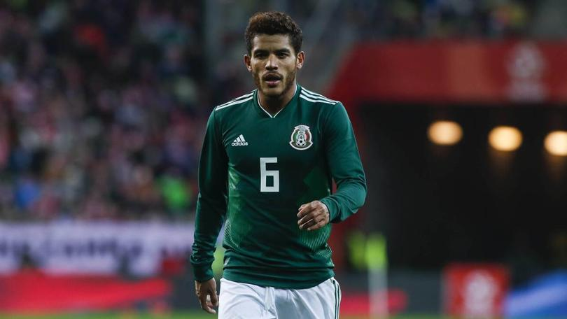 Jonathan Dos Santos en un partido con la Selección Mexicana