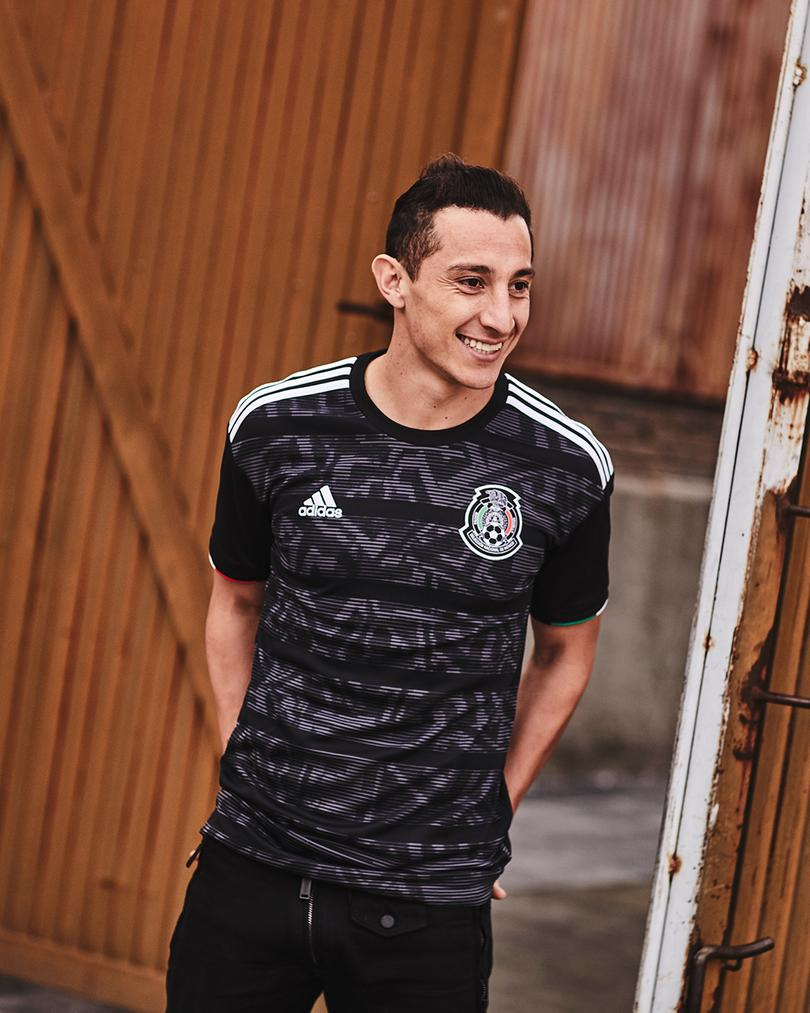 Guardado, uno de los portadores del nuevo jersey de la Selección Mexicana