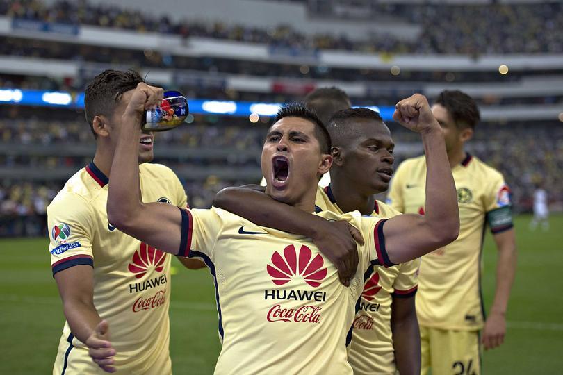 Osvaldito Martínez celebrando un gol con América