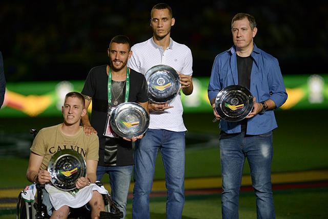 Rafael Henzel (extrema derecha) falleció jugando futbol