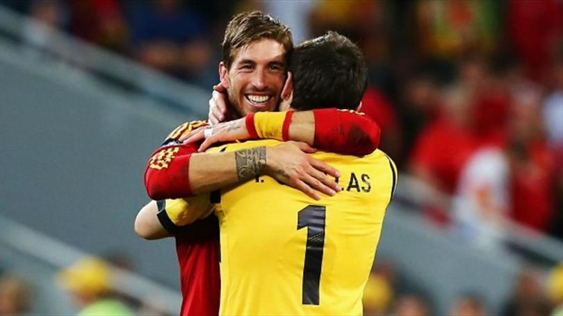 Ramos Y Casillas celebrando un triunfo con España