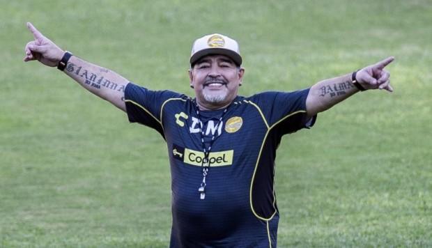 Maradona se rifa como chofer de Dorados