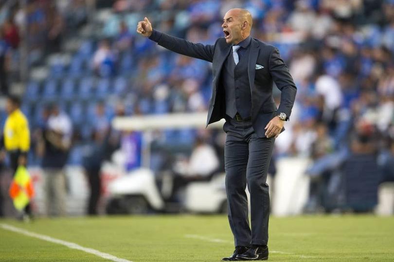 Paco Jémez dirigiendo al Cruz Azul