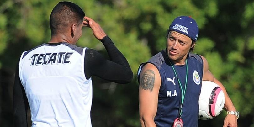 Carlos Salcido y Matías Almeyda en un entrenamiento con Chivas