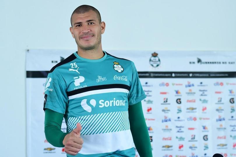 Jorge Enríquez en su paso por Santos