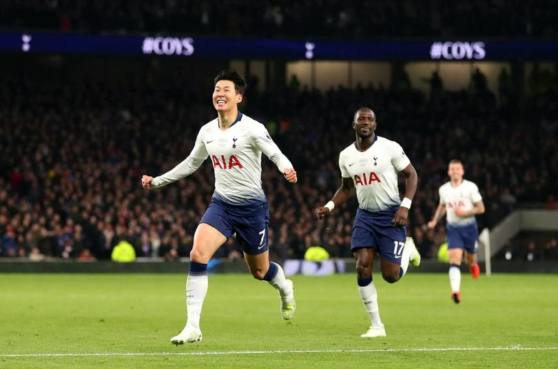 Heung-Min Son festeja el primer gol oficial en el Tottenham Hotspur Stadium