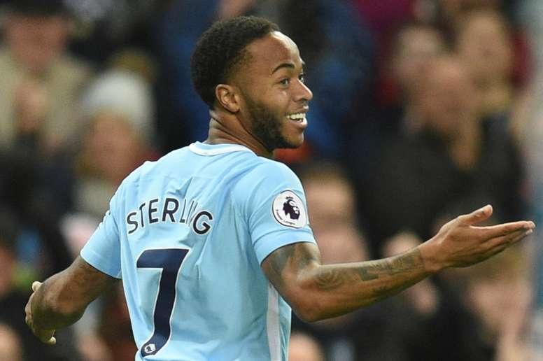 Sterling gasta 24 mil euros para que niños puedan ver la semifinal de FA Cup