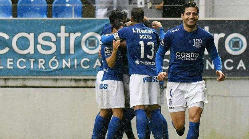 Antonio Briseño en un partido con Feirense