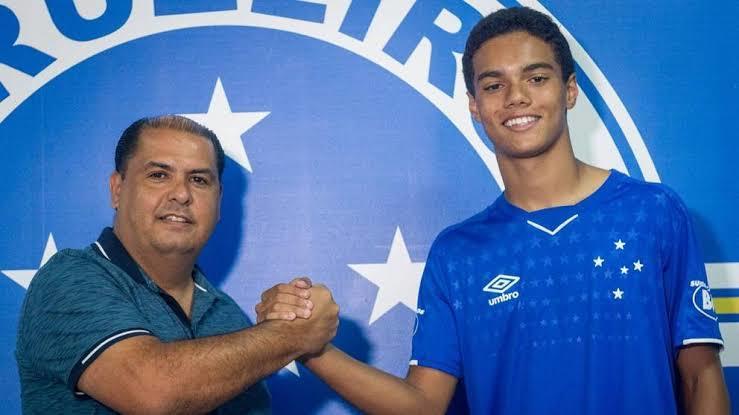 Joao Mendes firma un contraro con el equipo del Cruzeiro