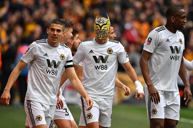 Capitán del Watford se burló del festejo de Raúl Jiménez