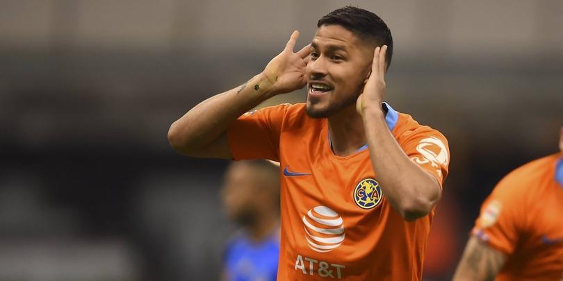 Bruno Valdez festeja un gol con América