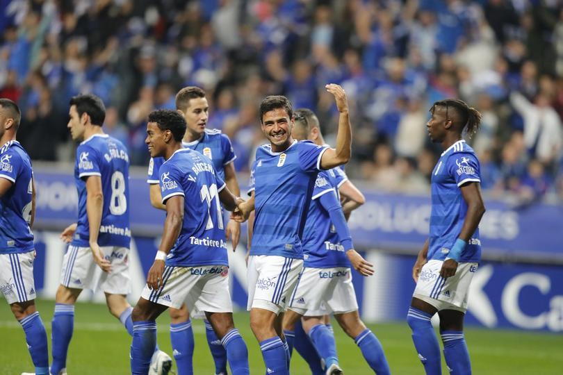 Oswaldo Alanís festeja un gol con Real Oviedo