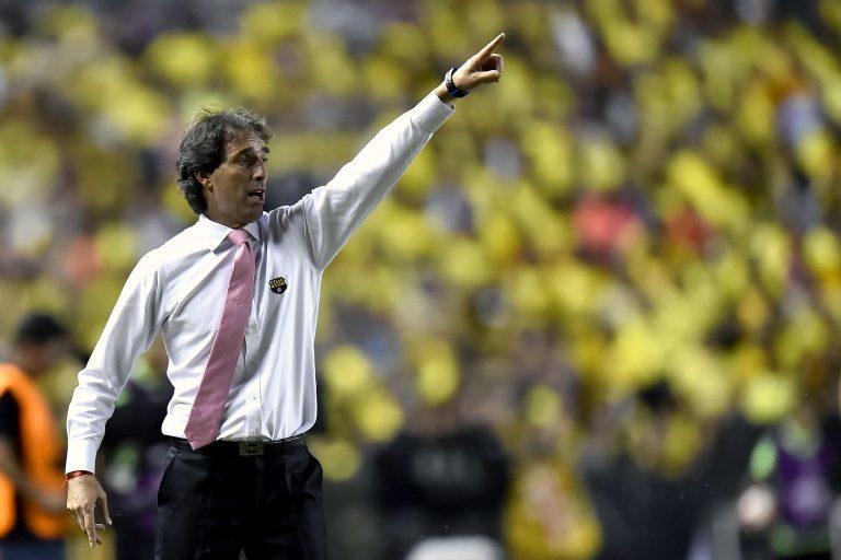 Guillermo Almada llega al Santos