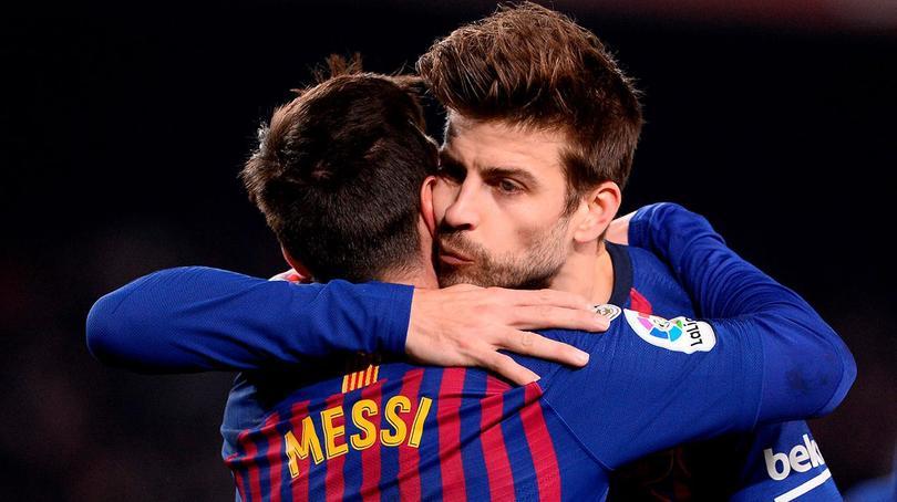 Gerard Piqué y Lionel Messi en un partido con Barcelona
