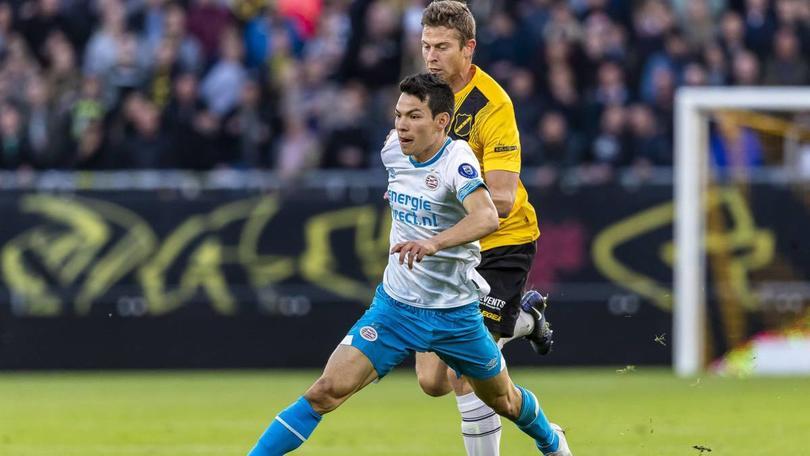 Hirving Lozano en un partido con PSV