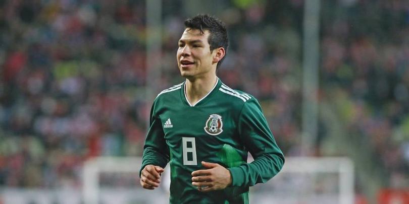 Hirving Lozano en un partido con la Selección Mexicana