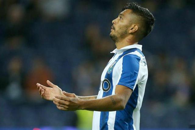 Jesús Corona no podrá jugar ante Liverpool