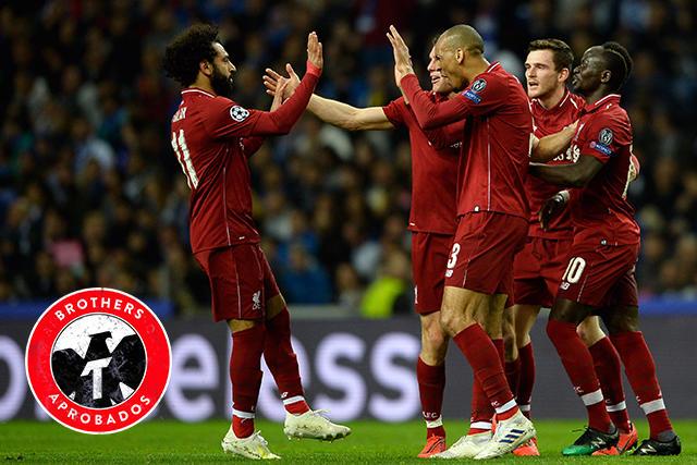 Jugadores del Liverpool celebran el gol