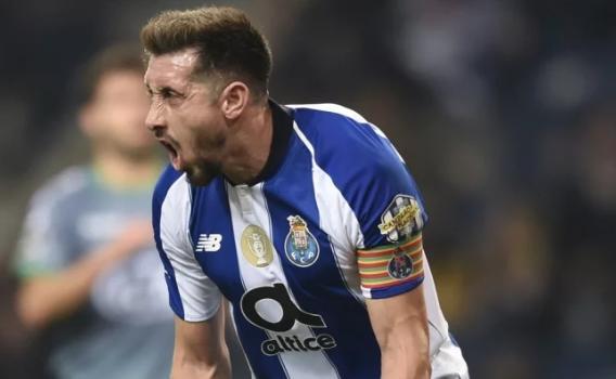Por culpa de Hector Herrera multan al Porto