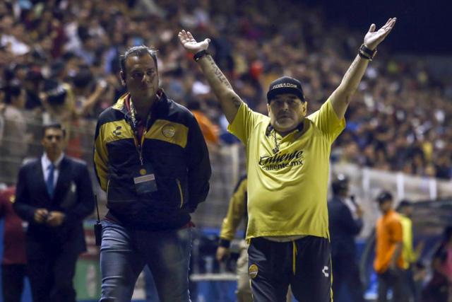 Diego Maradona suena para sustituir a Mohamed en Huracán
