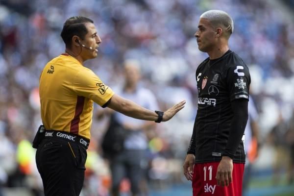 Brian Fernández se enganchó con aficionado de Rayados que lo insultó