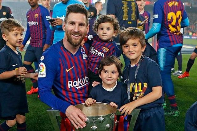 Lionel Messi con sus hijos en la celebración de LaLiga