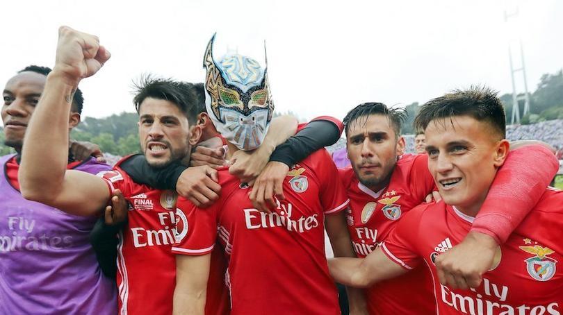 El festejo de Raúl Jiménez con la máscara de Sin Cara en 2017 fue el inicio de su amistad