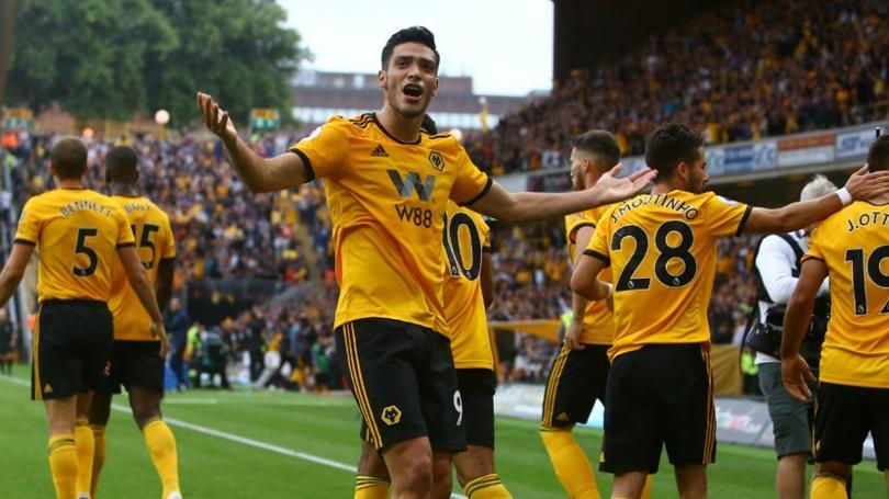 Raúl Jiménez en un juego con Wolverhampton