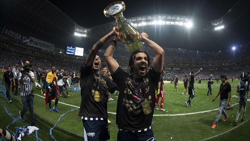 Rodolfo Pizarro se acuerda del América en su festejo de la Concachampions