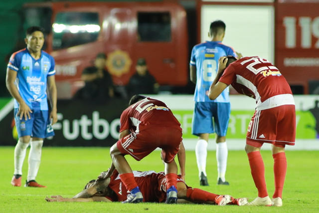 Leonardo Urapuca lesionó a Matheo Zoch