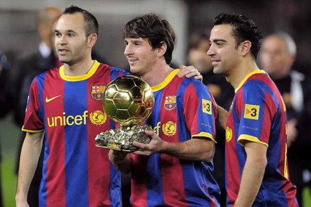 Andrés Iniesta, Lionel Messi y Xavi Hernández, tres de los mejores canteranos del Barcelona