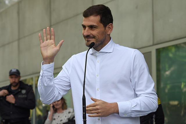 Iker Casillas dio unas palabras tras abandonar el hospital después de su operación